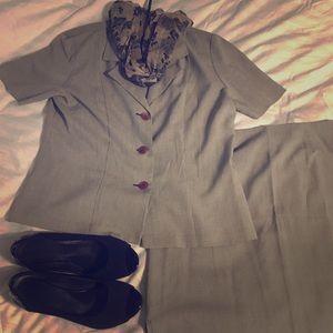 Short sleeve spring skirt suit